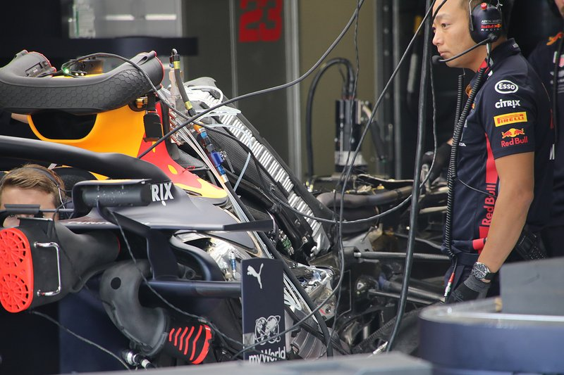 Red Bull RB15: Motorinstallation