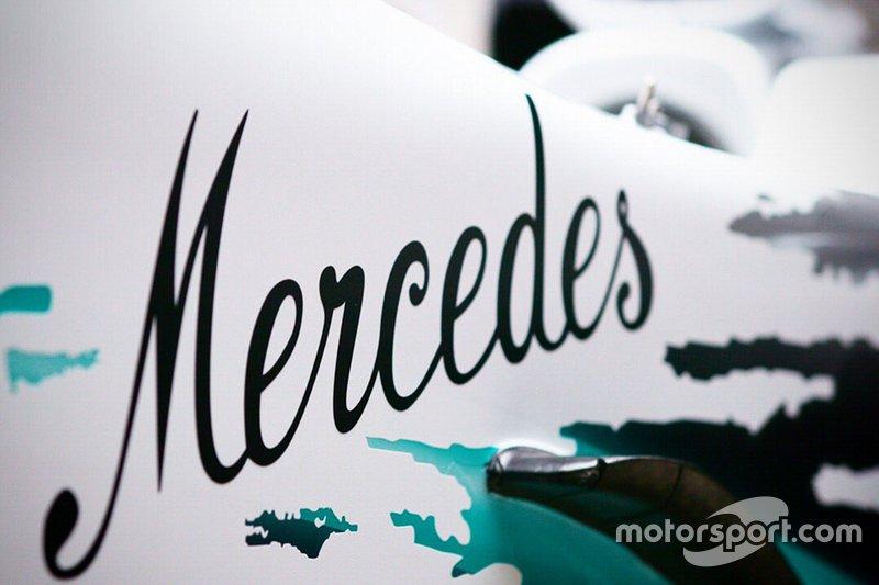 Dettaglio della livrea della Mercedes AMG F1 W10