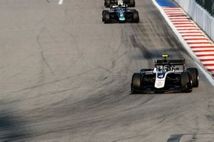 Nyck De Vries, ART Grand Prix leads Nicholas Latifi, Dams