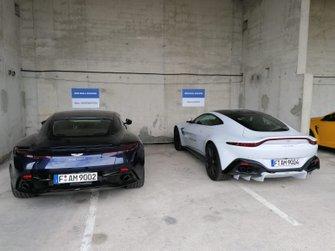 Los autos con los que llegaron los pilotos de Red Bull a Hungaroring