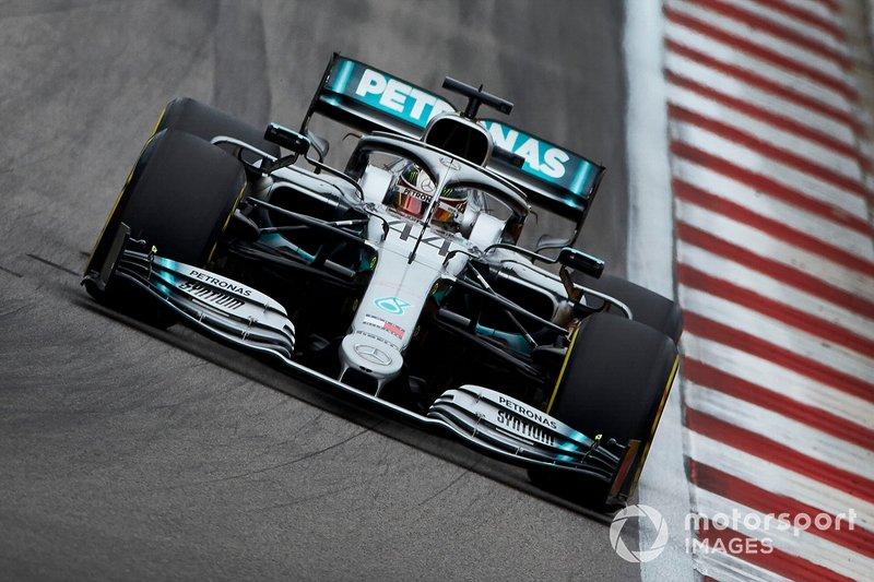 2: Lewis Hamilton, Mercedes AMG F1 W10, 1'32.030