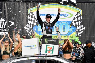 Race Winner Kevin Harvick, Stewart-Haas Racing