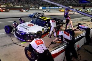 Matt DiBenedetto, Leavine Family Racing, Toyota Camry Toyota Express Maintenance makes a pit stop