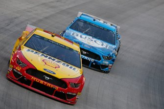 Joey Logano, Team Penske, Ford Mustang Shell Pennzoil Kevin Harvick, Stewart-Haas Racing, Ford Mustang Busch Beer