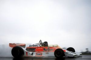 Race winner James Hunt, McLaren M26
