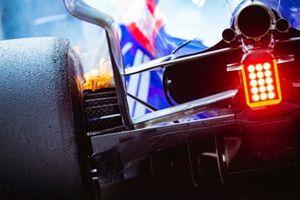Горящие тормоза Toro Rosso STR14 Александра Элбона