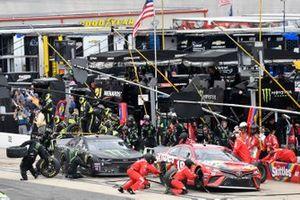 Kyle Busch, Joe Gibbs Racing, Toyota Camry Skittles and Kurt Busch, Chip Ganassi Racing, Chevrolet Camaro Monster Energy, makes a pit stop