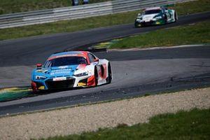 #31 HCB-Rutronik Racing Audi R8 LMS: Patric Niederhauser, Kelvin van der Linde