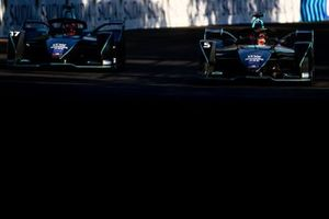 Gary Paffett, HWA Racelab, VFE-05, alongside Stoffel Vandoorne, HWA Racelab, VFE-05