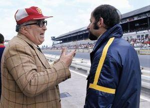 Alfa Romeo engineer Carlo Chiti talks to Henri Pescarolo