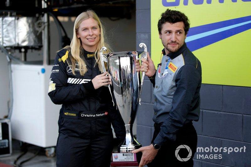 Christina Nielsen con el Allan Simonsen Pole trophy