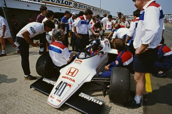 Stefan Johansson, Spirit 201C Honda, in the pits during practice. Designer Gordon Coppuck sits on the front wheel.