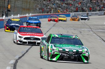 Kyle Busch, Joe Gibbs Racing, Toyota Camry Interstate Batteries, Paul Menard, Wood Brothers Racing, Ford Mustang Motorcraft / Quick Lane Tire & Auto Center