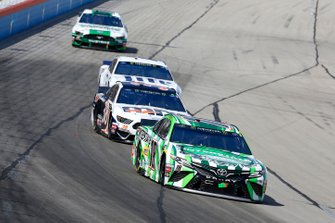 Kyle Busch, Joe Gibbs Racing, Toyota Camry Interstate Batteries, David Ragan, Front Row Motorsports, Ford Mustang MDS Transport