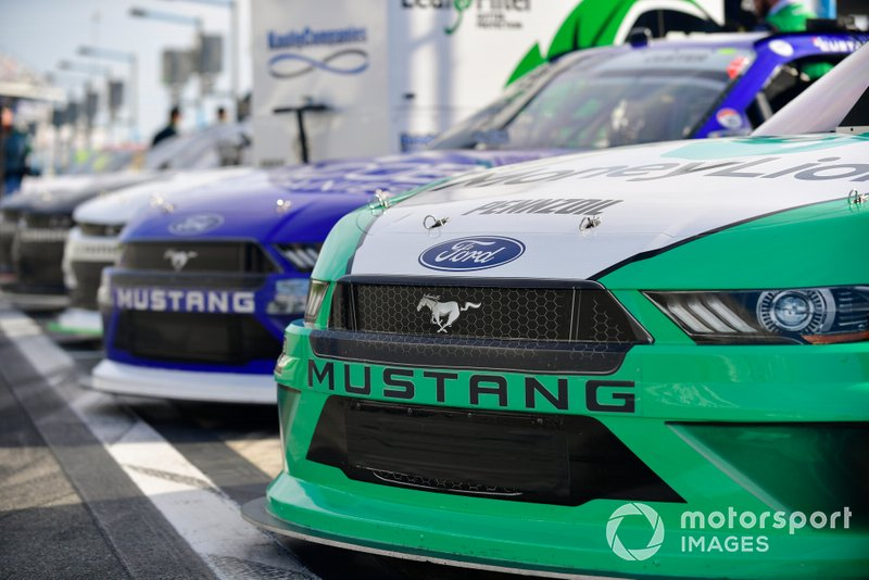 Austin Cindric, Team Penske, Ford Mustang MoneyLion, Cole Custer, Stewart-Haas Racing, Ford Mustang Jacob Companies