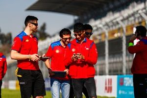 Pascal Wehrlein, Mahindra Racing, and Jérôme d'Ambrosio, Mahindra Racing, on the track walk with the team