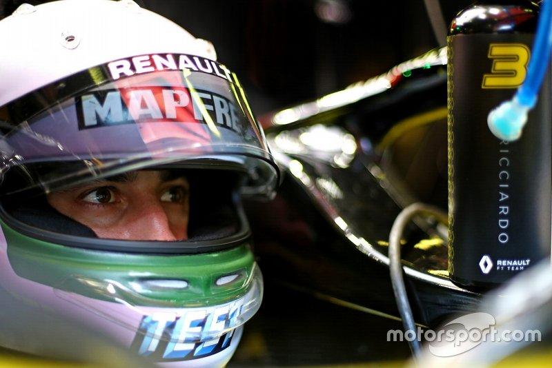 Casque de Daniel Ricciardo, Renault F1 Team, pour les essais hivernaux