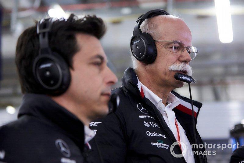 Toto Wolff, Mercedes AMG, con el Dr Dieter Zetsche, CEO, Mercedes Benz
