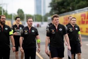 Oliver Rowland, Nissan e.Dams, walks the track with team members