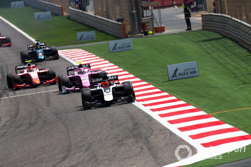 Никита Мазепин в гонке Формулы 2 в Бахрейне