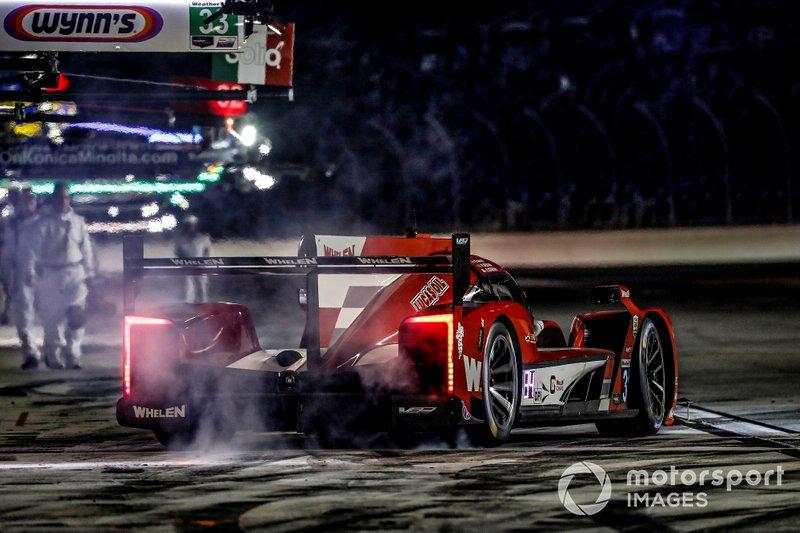 #31 Action Express Racing Cadillac DPi: Felipe Nasr, Eric Curran, Pipo Derani, pit stop