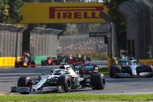 Valtteri Bottas, Mercedes AMG W10 voor Lewis Hamilton, Mercedes AMG F1 W10 bij de start