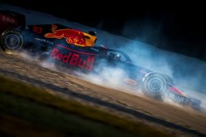 Pierre Gasly, Red Bull Racing RB15, dans le bac à gravier