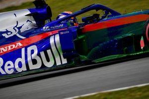 Alex Albon, Scuderia Toro Rosso STR14 with aero paint