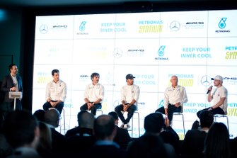 Toto Wolff, Giuseppe D'Arrigo, Lewis Hamilton, Eric Holthusen, Valtteri Bottas, Mercedes-AMG Petronas Motorsport