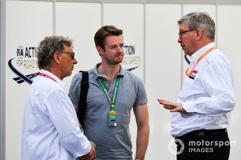 Hermann Tilke, el Dr. Carsten Tilke y Ross Brawn, Director Ejecutivo de Motorsports, FOM en el paddock