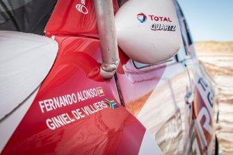 301# Toyota Gazoo Racing Toyota Hilux: Fernando Alonso, Giniel de Villiers, logo detail