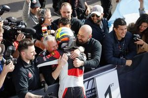 Yarış galibi Esteban Guerrieri, ALL-INKL.COM Münnich Motorsport Honda Civic Type R TCR in parc ferme