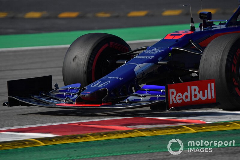 Scuderia Toro Rosso STR14 burun ve ön kanat