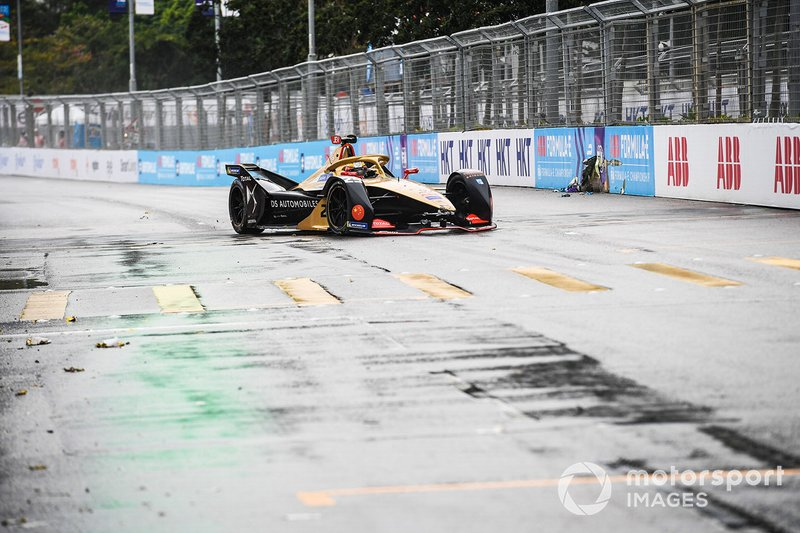 Jean-Eric Vergne, DS TECHEETAH, DS E-Tense FE19 with damage to the front wing after spinning on the straight