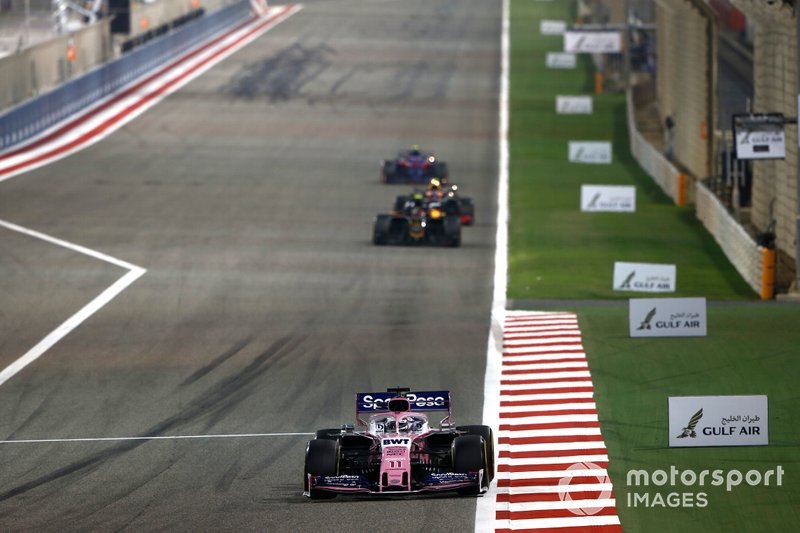 Sergio Perez, Racing Point RP19, Kevin Magnussen, Haas F1 Team VF-19
