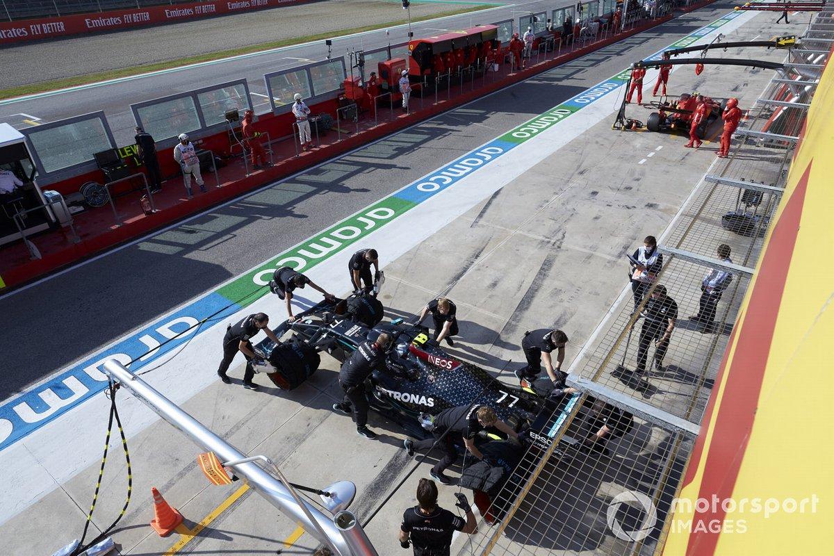 Valtteri Bottas, Mercedes F1 W11, torna nel garage