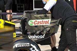 Mecánicos con el coche de Daniel Ricciardo, Renault F1 Team R.S.20