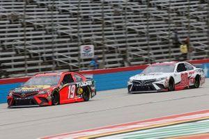 Martin Truex Jr., Joe Gibbs Racing, Toyota Camry Bass Pro Shops Erik Jones, Joe Gibbs Racing, Toyota Camry Sport Clips