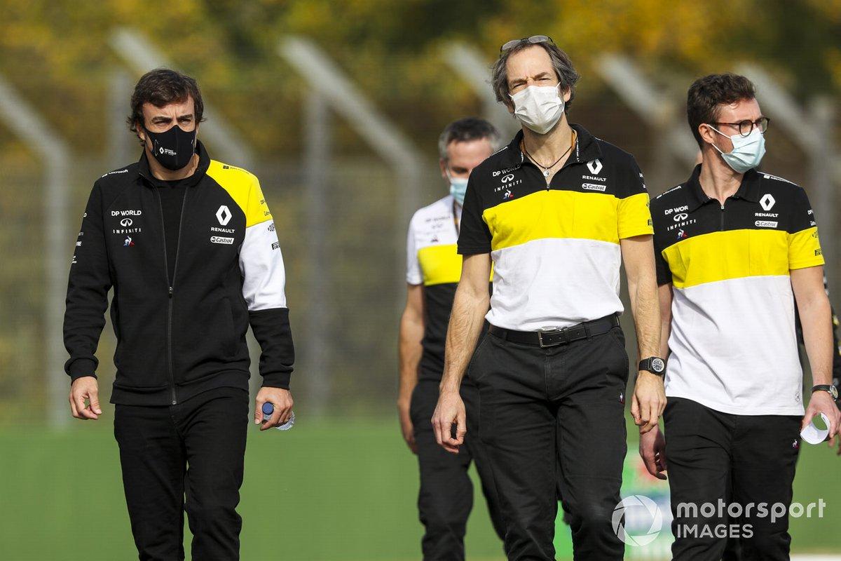 Fernando Alonso, Renault F1 Team, e Ciaron Pilbeam, Capo ingegnere di gara, Renault F1 Team