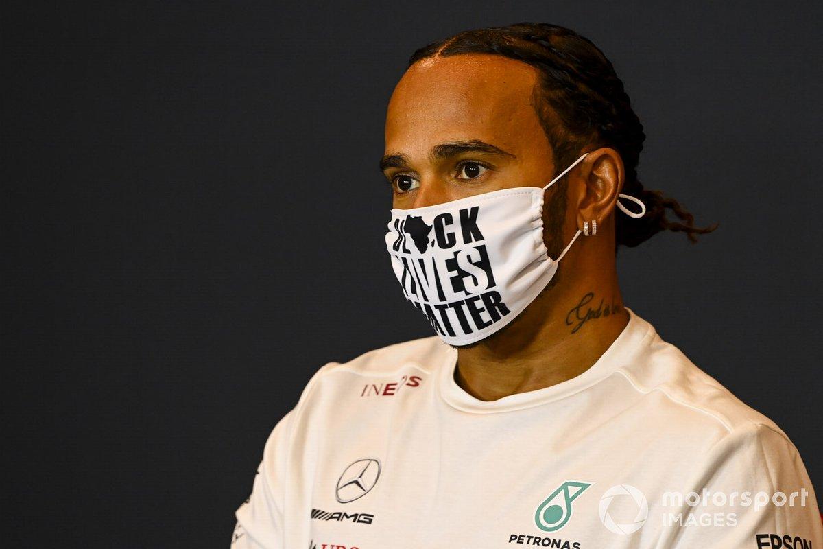 Lewis Hamilton, Mercedes-AMG F1, en la conferencia