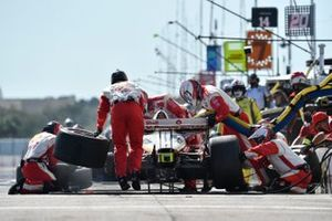 Scott McLaughlin, Team Penske Chevrolet pit stop