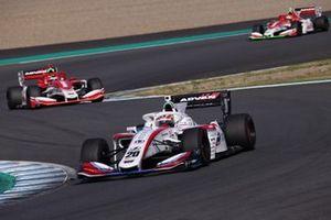 Ryo Hirakawa, Team Impul leads Kenta Yamashita, Kondo Racing