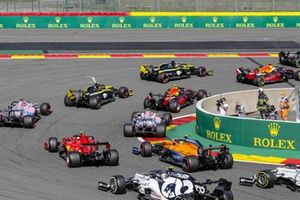 Valtteri Bottas, Mercedes F1 W11, Max Verstappen, Red Bull Racing RB16, Daniel Ricciardo, Renault F1 Team R.S.20, Alex Albon, Red Bull Racing RB16, Esteban Ocon, Renault F1 Team R.S.20, and the remainder of the field at the start
