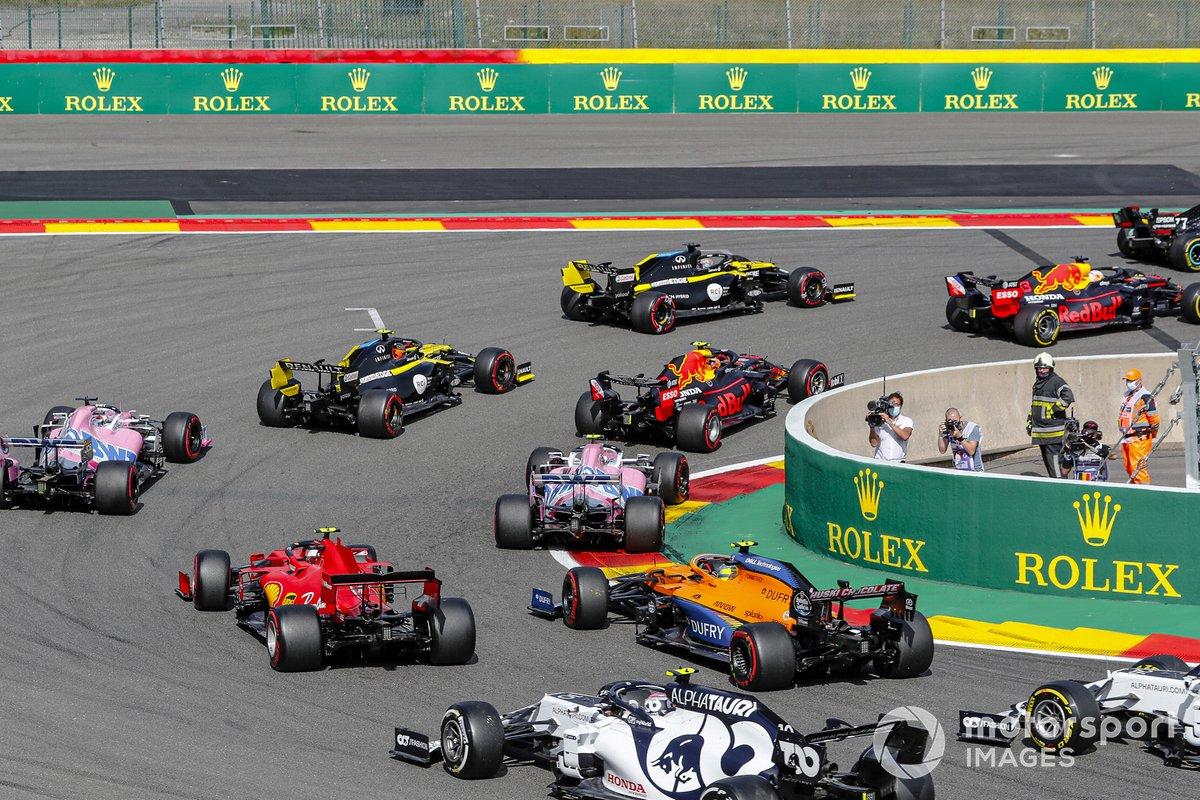 Valtteri Bottas, Mercedes F1 W11, Max Verstappen, Red Bull Racing RB16, Daniel Ricciardo, Renault F1 Team R.S.20, Alex Albon, Red Bull Racing RB16, Esteban Ocon, Renault F1 Team R.S.20, al inicio