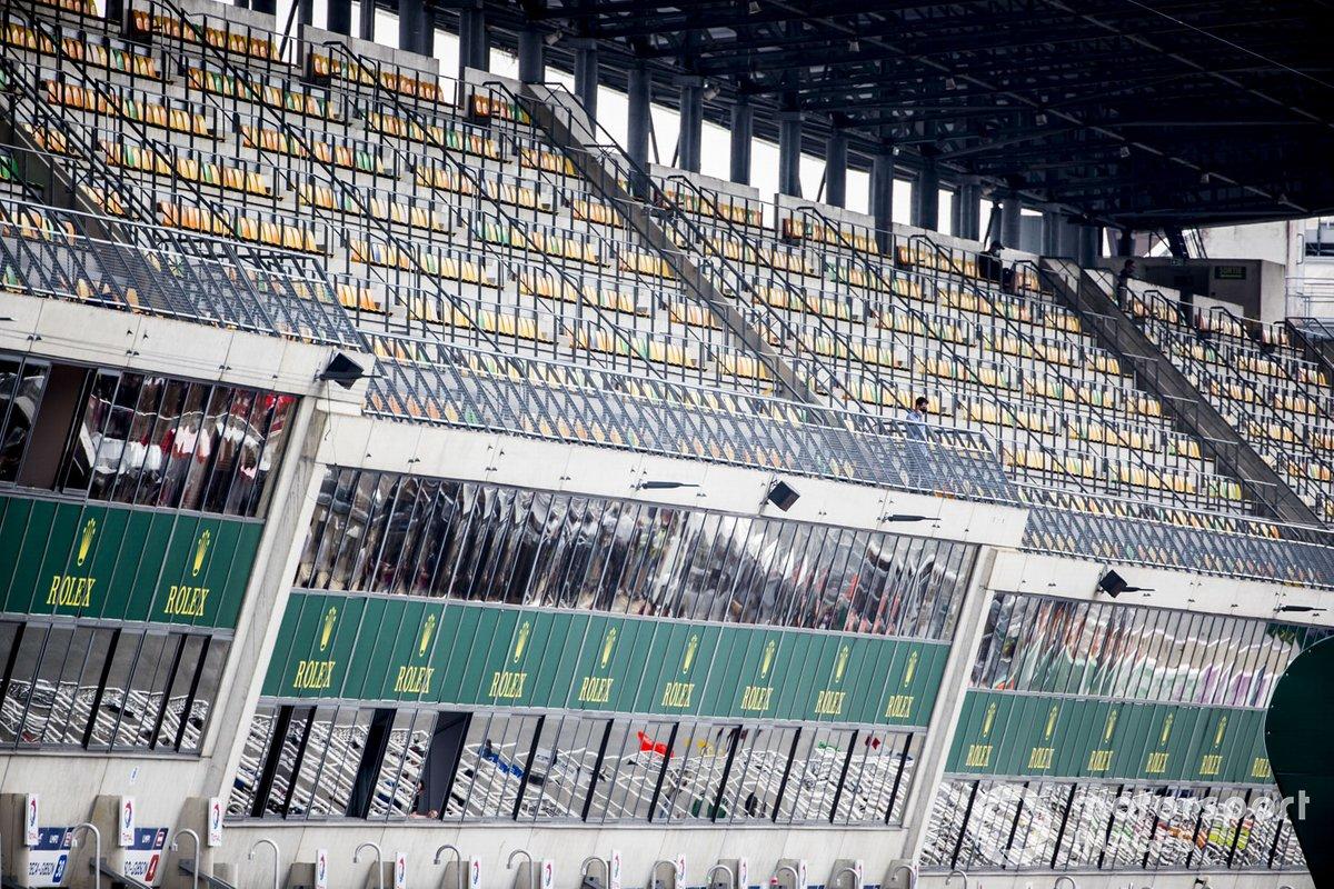 Las tribunas vacías al comienzo de la carrera