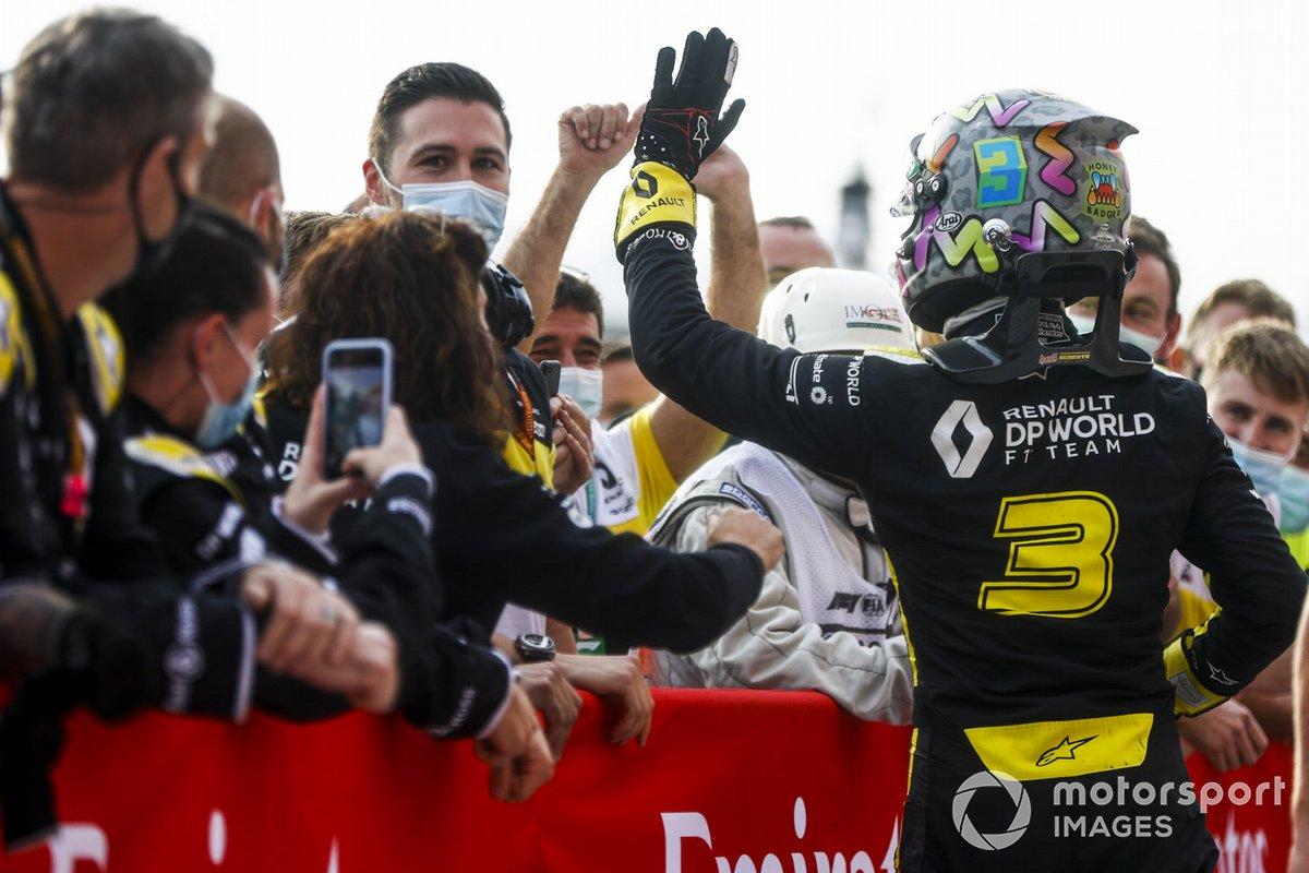 Tercer lugar Daniel Ricciardo, Renault F1 celebra en Parc Ferme