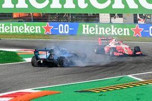 Calan Williams, Jenzer Motorsport spins whilst Frederik Vesti, Prema Racing drives past