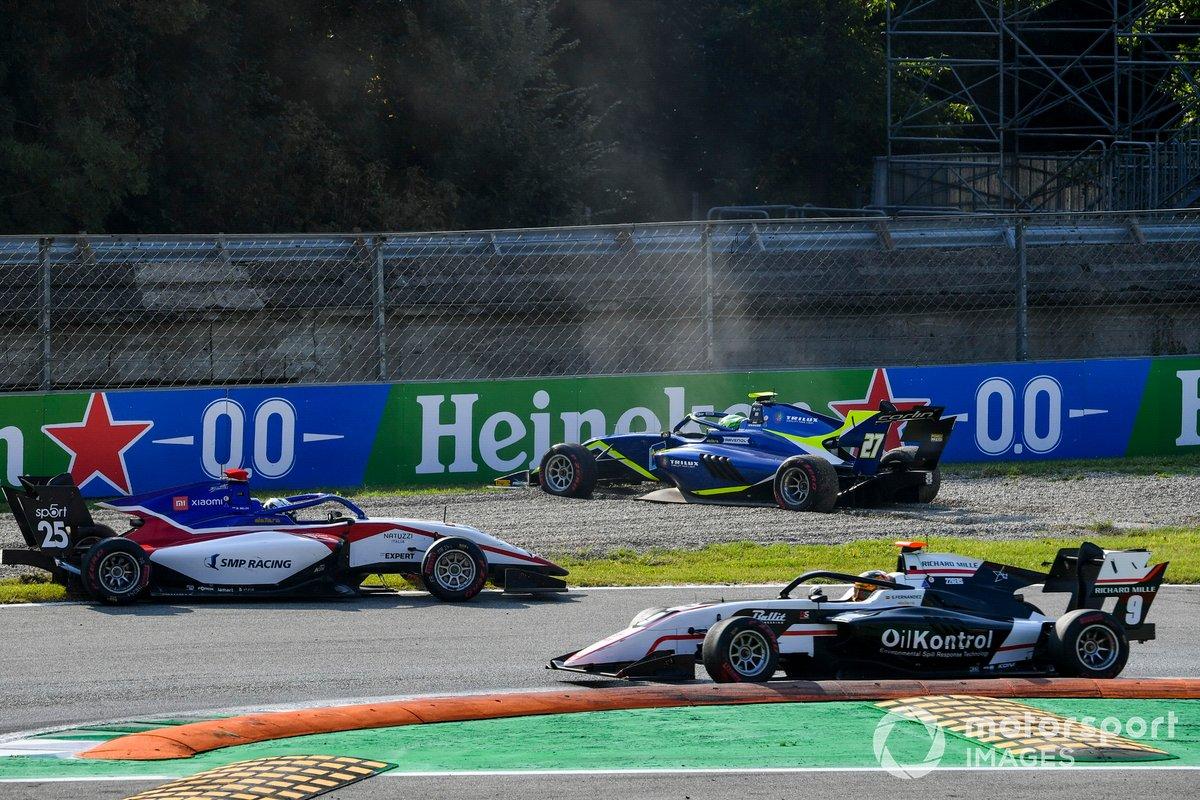 Accidente en el inicio de la carrera 2 de Fórmula 2 en Monza