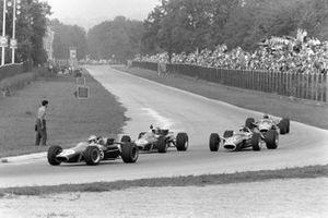 Denny Hulme, Brabham BT24 Repco, leads Jack Brabham, Brabham BT24 Repco, Jim Clark, Lotus 49 Ford, and Graham Hill, Lotus 49 Ford