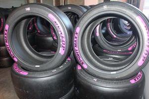 Pembe Dunlop lastikleri